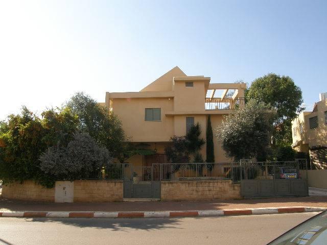Tel Mond home